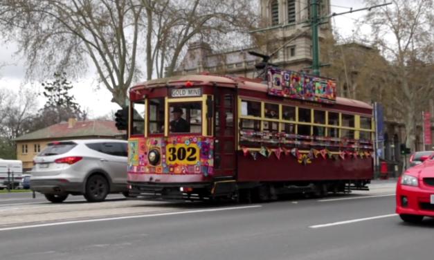 Bendigo Yarn Bombers Create World's First Yarn Bombed Streetcar!