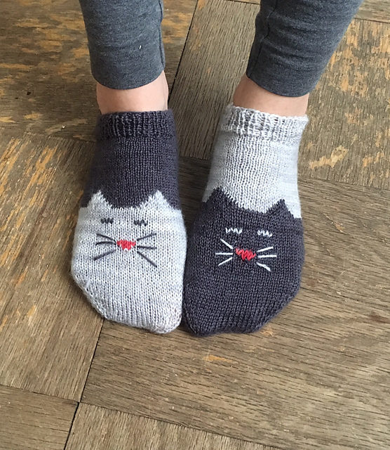 Ready for the Tao of Wool? Knit Yourself a Pair of YinYang Kitty Ankle Socks – FREE Pattern!