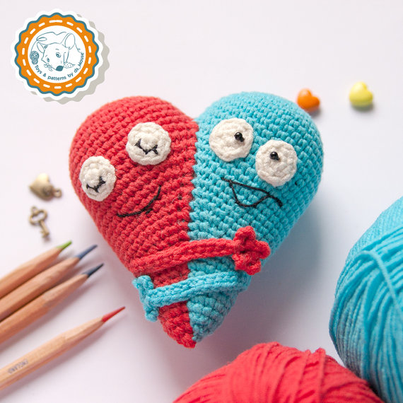 Crochet a Hugging Hearts Amigurumi – Perfect Love Token for Valentine's Day