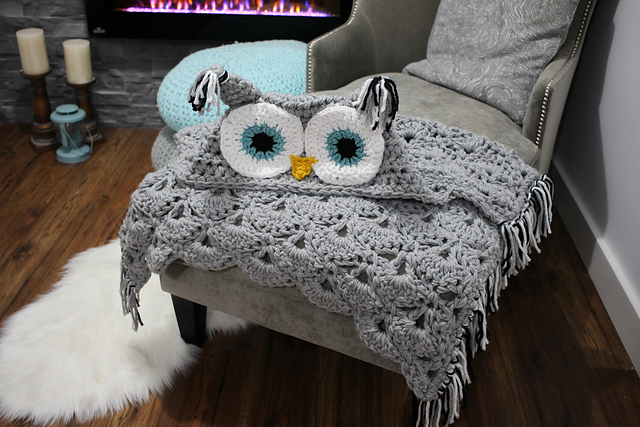 This Hooded Owl Blanket is Super Cute – Crochet Pattern Available!