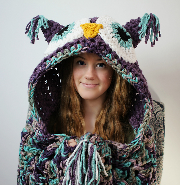 This Hooded Owl Blanket is Super Cute - Crochet Pattern Available!