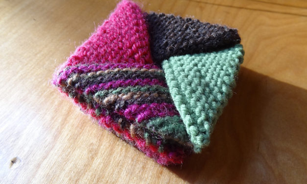 Knit An Origami Pinwheel Purse – FREE Pattern!