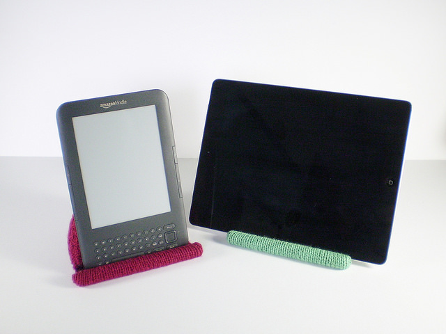 Knit This Handy Tablet/Kindle/iPad Reading Rest - FREE Pattern!