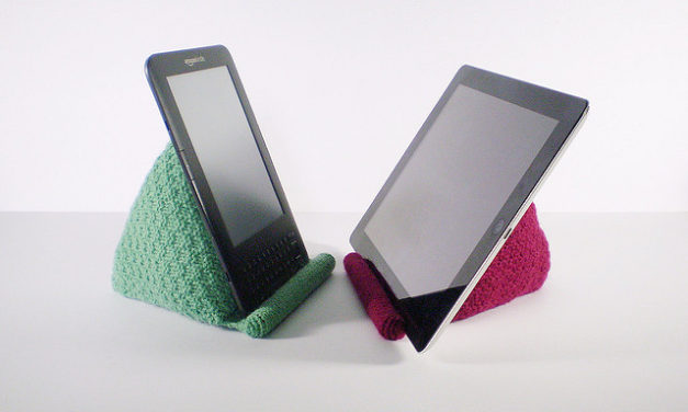 Knit This Handy Tablet/Kindle/iPad Reading Rest – FREE Pattern!