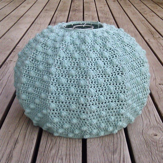 Grab an Old Frame and Crochet This Awesome Lampshade