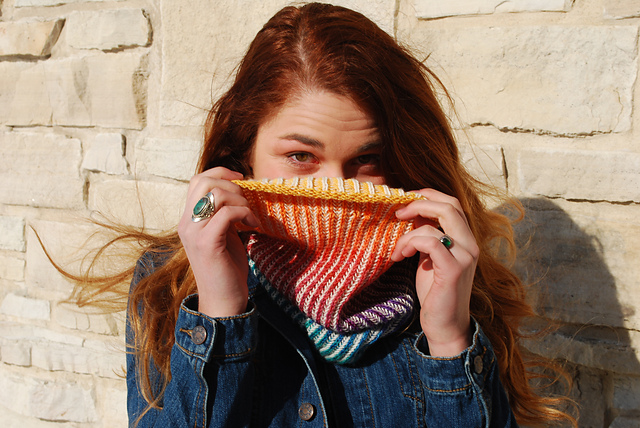 Rainbow Gradient Chromatic Cowl – I'm So Knitting This!
