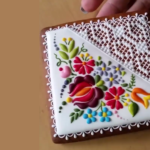 """Watch How This Ornate Cookie is """"Embroidered"""" With Icing – YUM!"""