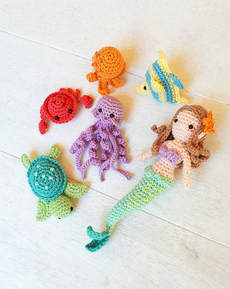 Get the aquarium-themed patterns via Etsy