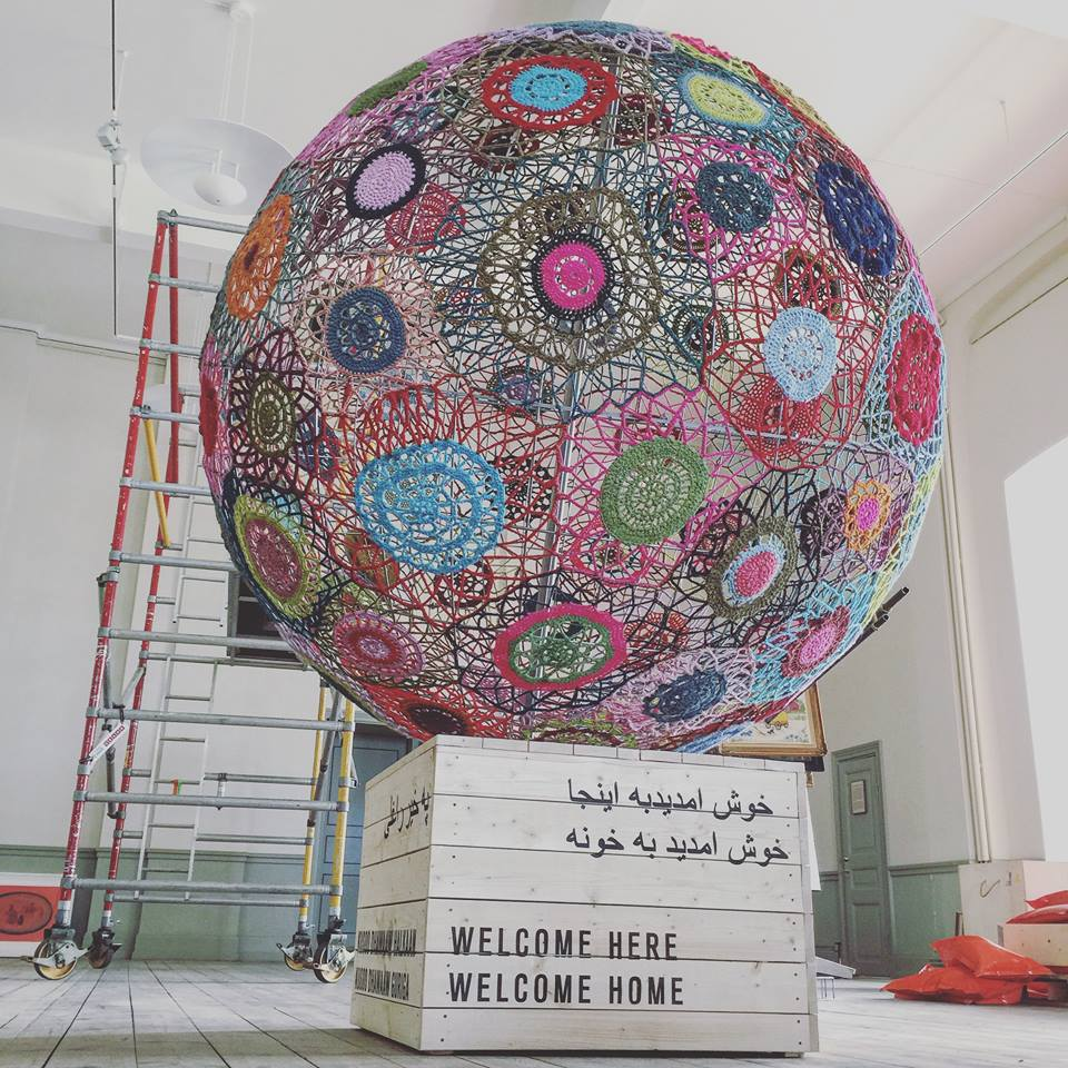 She Crocheted the World's Biggest Sphere to Share a Critical Message ... 'Wait Stay' by Elisabeth Bucht (Garnapa)