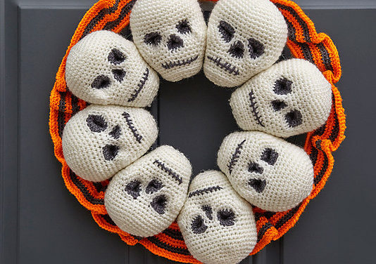 Free Pattern: Crochet a Circle of Skulls Wreath for Halloween!