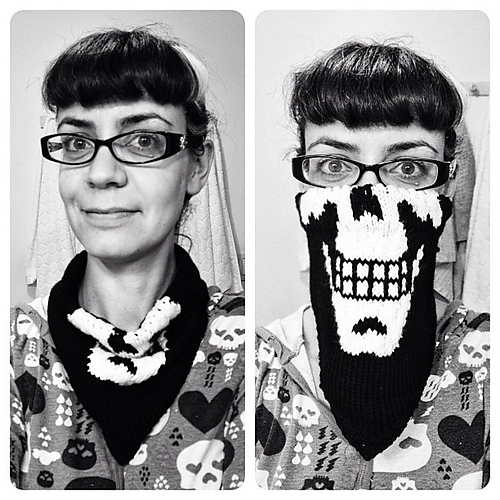 "Release Your Inner Evil With This Knit ""SkullKerchief"" by Knitty Or Nice – The Pattern is Free!"