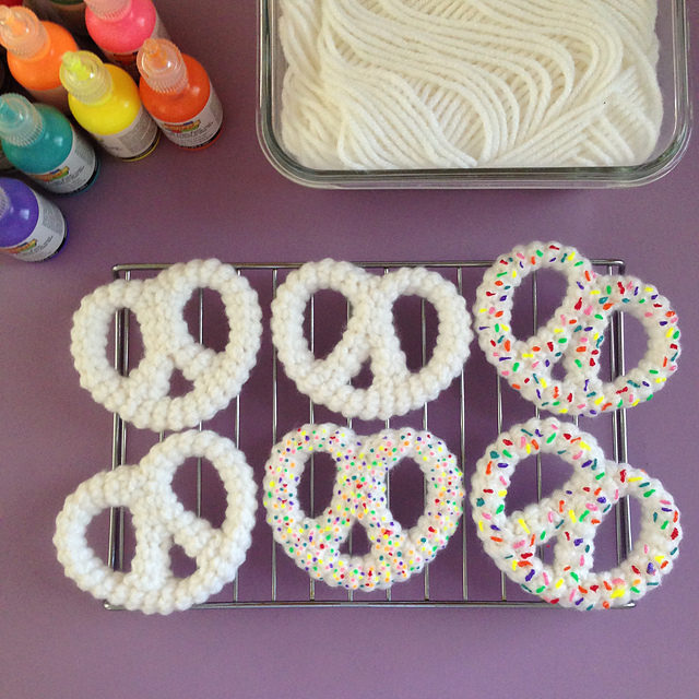 Yummy Confetti Sprinkled Pretzels – They Look So Real But They're Crochet! Can You Believe It?