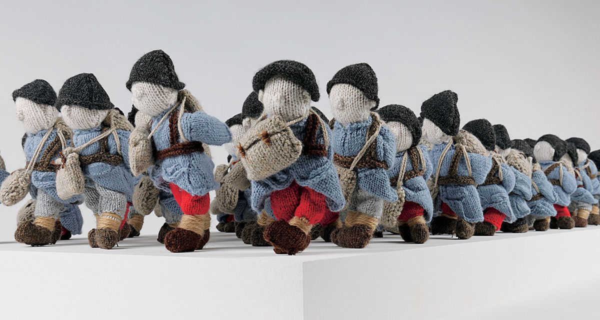 'Wool War One' – Visit Montreal to See an Army of 780 Small Soldiers, Knitted By 500 Volunteers Worldwide!