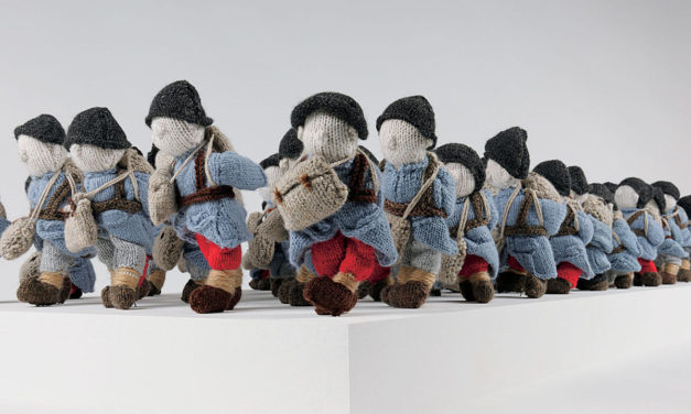 """""""Wool War One"""" – Visit Montreal to See an Army of 780 Small Soldiers, Knitted By 500 Volunteers Worldwide!"""