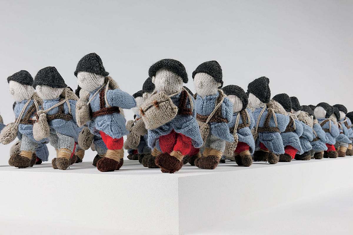 'Wool War One' - Visit Montreal to See an Army of 780 Small Soldiers, Knitted By 500 Volunteers Worldwide!