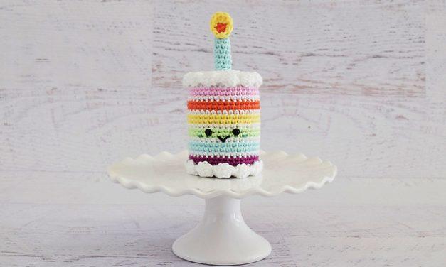 Crochet a Mini Rainbow Birthday Cake – The Pattern is FREE