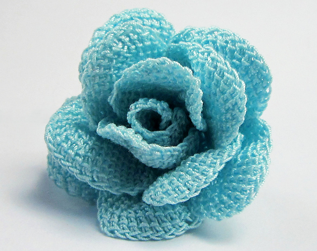 Crochet a Stunning Stem Rose – Poseable Petals Require No Sewing, Rolling or Stiffener!