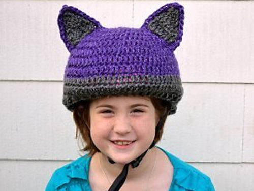 Smart Gift Giving: Crochet a Cat-Inspired Reflective Bike Helmet Cover – FREE Pattern!