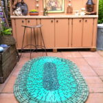 Make an Oval-Shaped Garden Mat Using Old Rubber Hoses and Zip Ties – Looks Terrific!