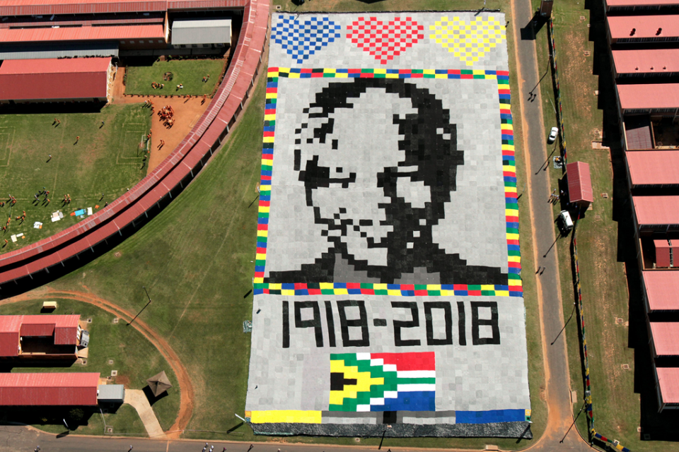 This Graphgan Is So Big, You Can Only See The Whole Thing From Outer Space ... It's the Largest Portrait Blanket in the World