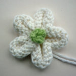 Learn How To Knit This Adorable Flower – Free Pattern & Tutorial!