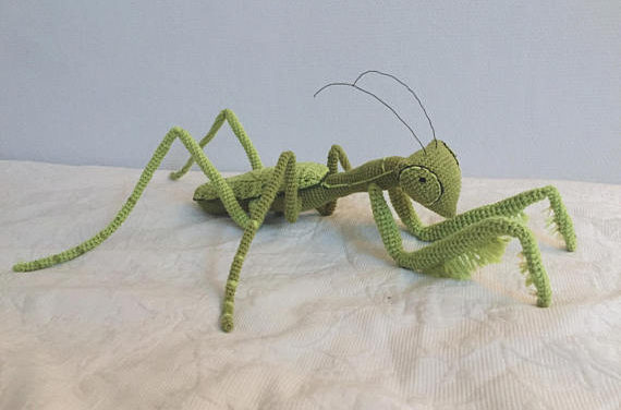 Wow the Neighbors, Amaze the Kids … Crochet This Jumbo-Sized Praying Mantis!