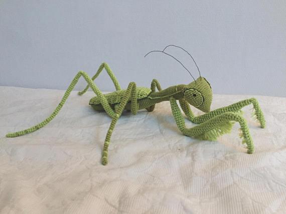Wow the Neighbors, Amaze the Kids … Crochet This Jumbo-Sized Praying Mantis!