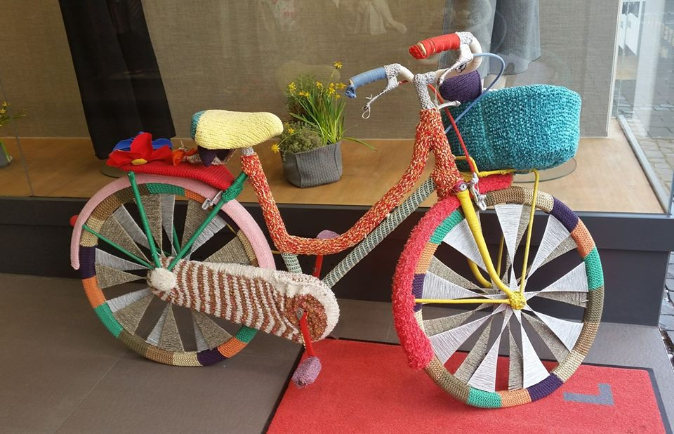 Yarn Bombed Bike Sighting in Cologne!