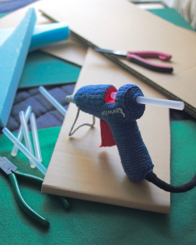 Unusual Crochet: Check Out 203gow's Impractical Glue Gun