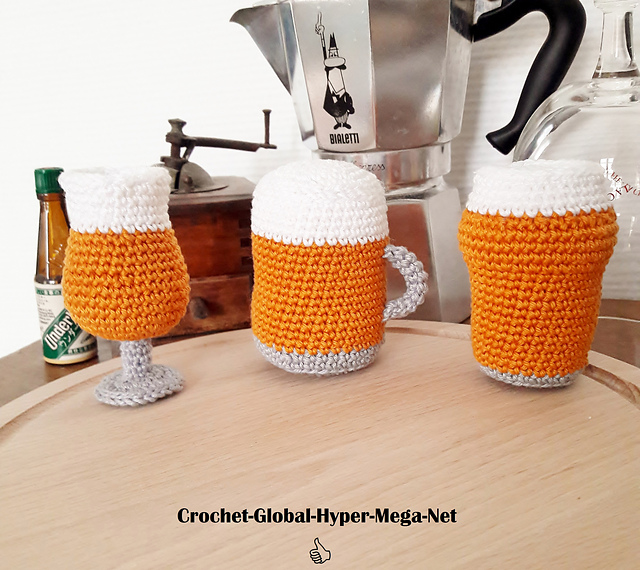 Love to Drink Beer and Crochet? This Miniature Beer Glass Amigurumi Set is For You!