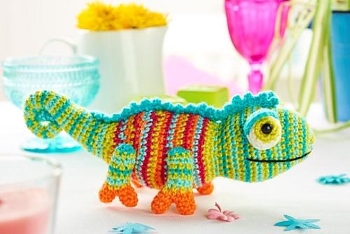 Good Karma Comes To Those Who Crochet This Enchanting Chameleon Amigurumi – FREE Pattern!
