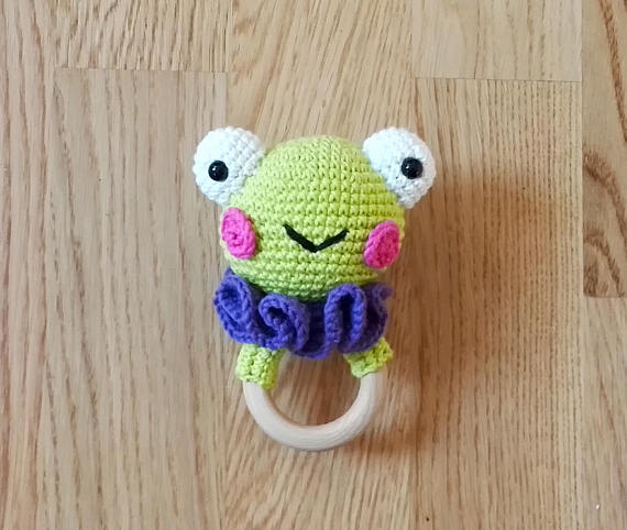 Get the frog rattle pattern from Kim Friis