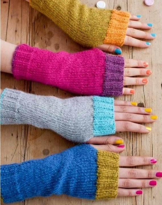 Retro Rules With These Funky Fun Fingerless Gloves ... You'll Want To Knit These Now!