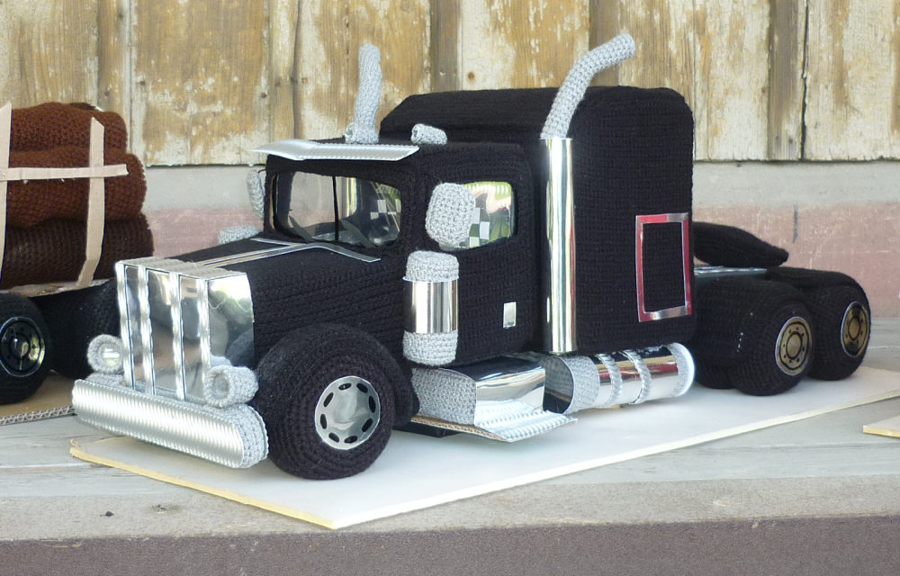 Crochet This Epic Sleeper Semi-Truck With FREE 8-Part Video Tutorial … It Lights Up!