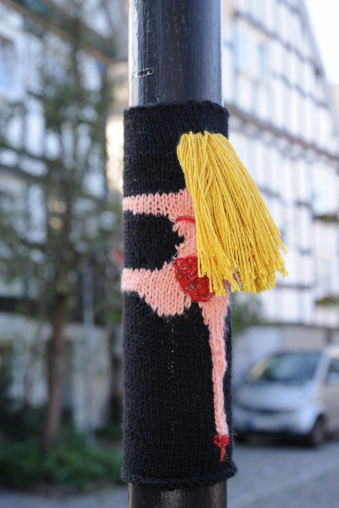 Clever Yarn Bomb Spotted in Freudenberg ... 'Pole Dance'