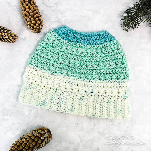 2018 Update: The Best Free Crochet Ponytail Hat Patterns (aka Messy Bun Beanies) – Still a Popular Trend!