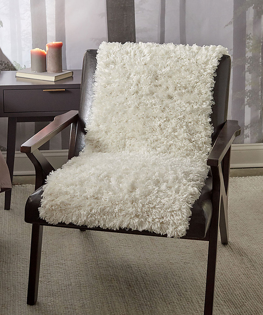 The Perfect Faux Fur Throw For Those Who Love the Look of Sheepskin - FREE Pattern!