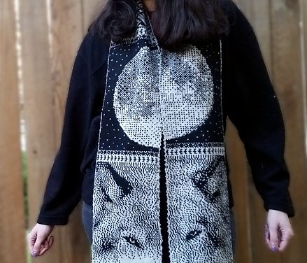 Amazing Double-Knit Wolf-Themed Scarf Uses Pointillism To Trick You … Get the Pattern!