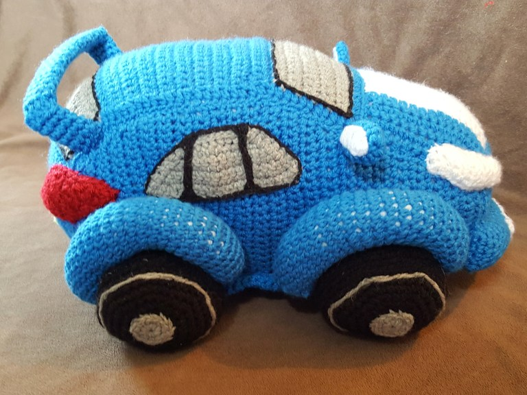 Tiny Crochet Cars {Free Pattern} | 576x768