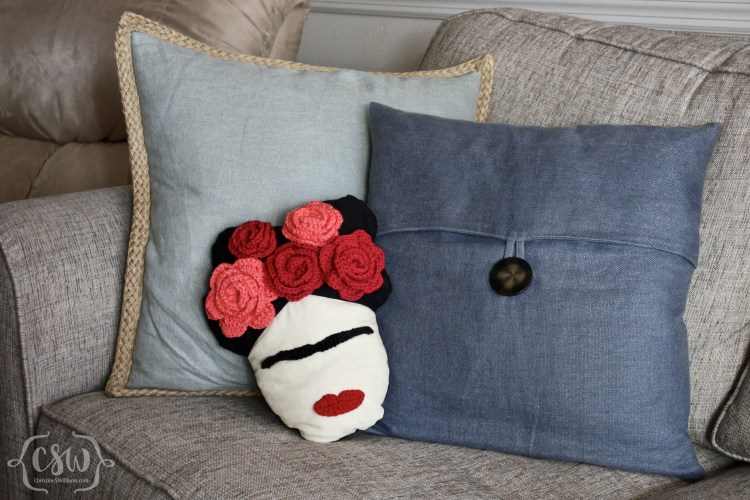 Free Tutorial: Make a Frida Kahlo Pillow Adorned With a Crochet Crown of Roses