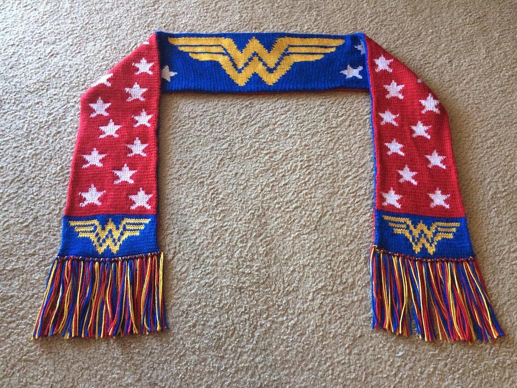 Double-Knit Wonder Woman Scarf, Free Pattern Designed by Konchan le Me