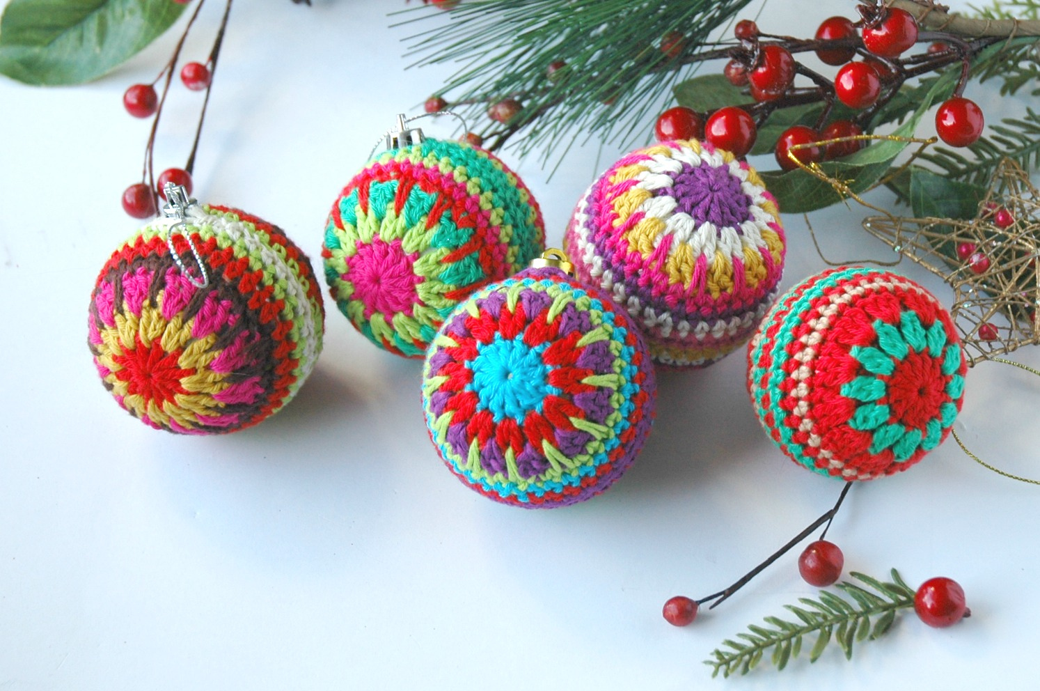 Crochet a Christmas Bauble ... Last-Minute Gift, Super Stashbuster!
