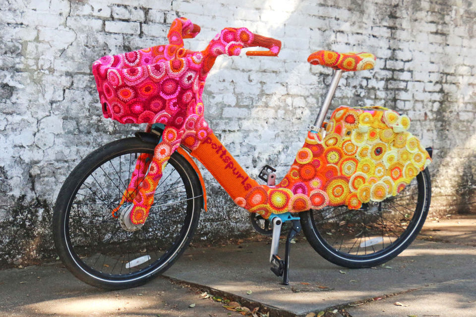 Awesome Bike-Share Yarn Bomb Spotted in New Orleans, Designed By Pottspurls