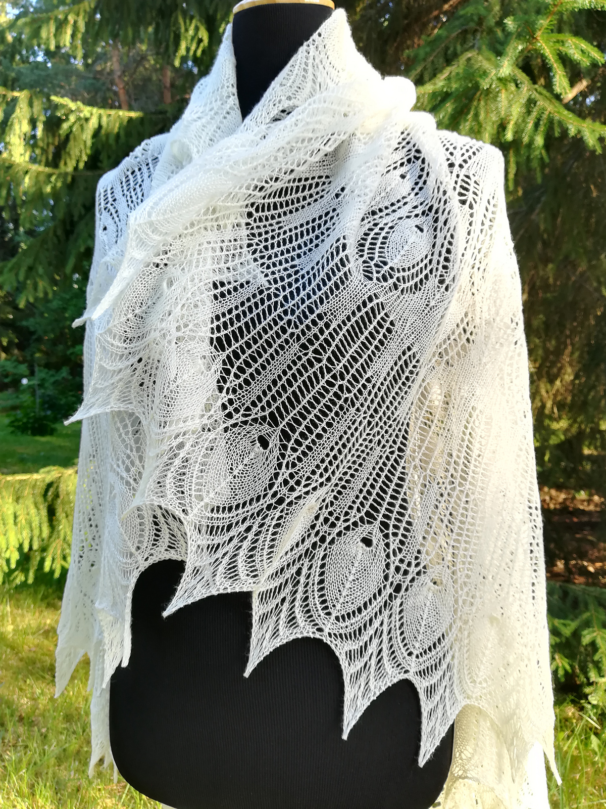 Knit a Gorgeous Wedding Peacock Shawl ... Hard To Believe This Lacey Pattern is FREE!