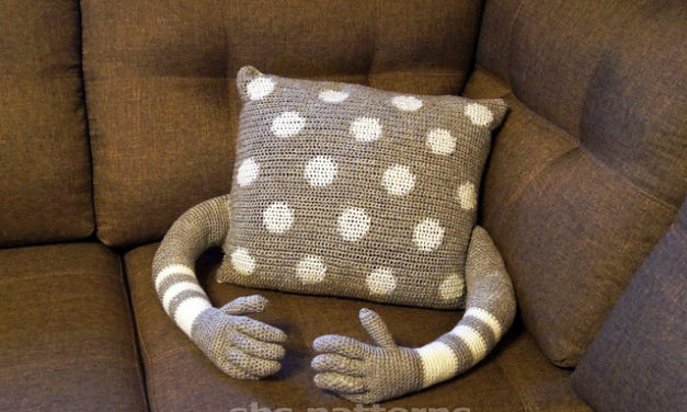 Crochet a Perky Pillow That Hugs Back!