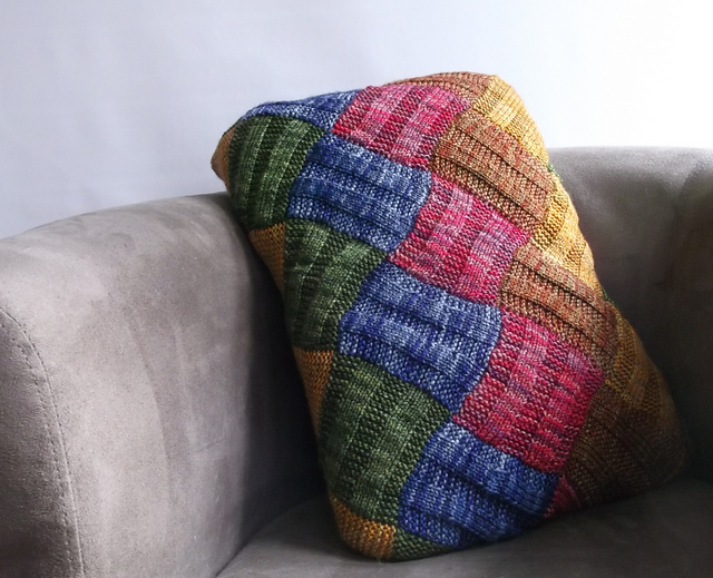 Knit an Entrelac Pillow Cover – Free Pattern!