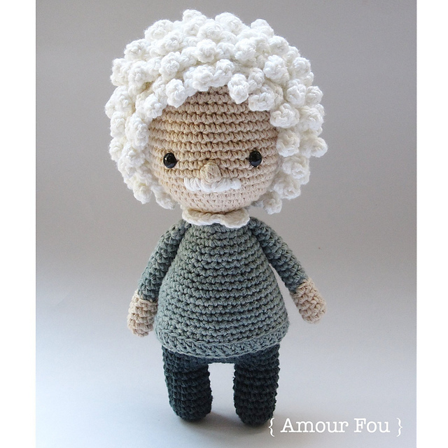 Crochet an Albert Einstein Amigurumi!
