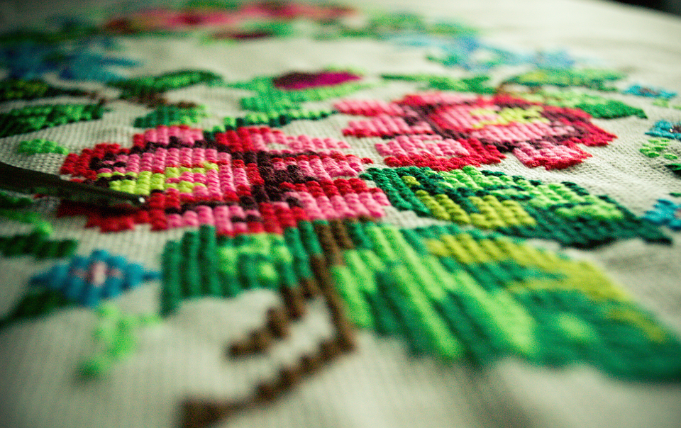 The 3 Key Differences Between Embroidery and Weaving