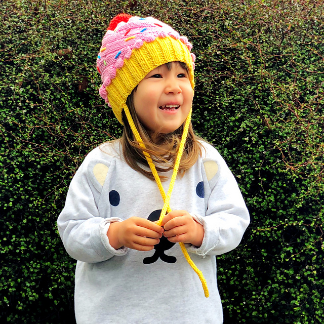 Too Cute Cupcake Beanie ... Get the FREE Knit Pattern From KnitterBees