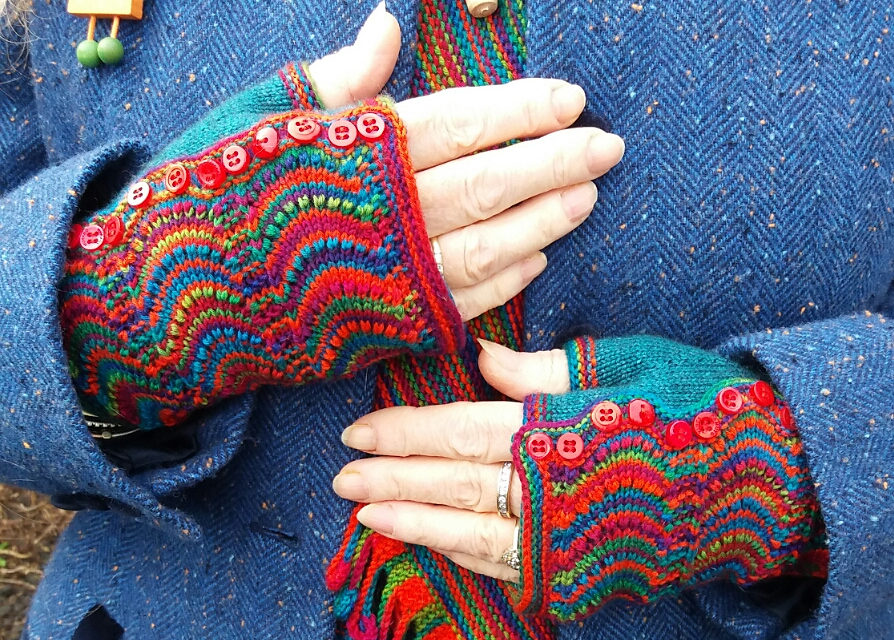 Knit a Pair of Georgeous Spatterdash Wristwarmers, Free Pattern Designed By Dagmar Mora